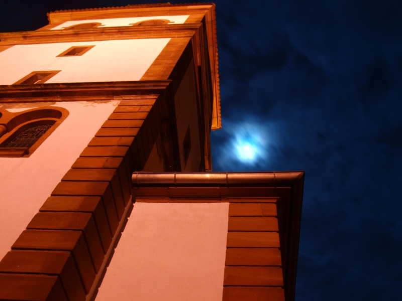 L'église de Weinbourg la Nuit un soir de pleine lune