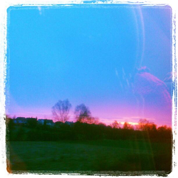 [Instagram] Lève de soleil rouge sur Momenhein. #alsace #ter