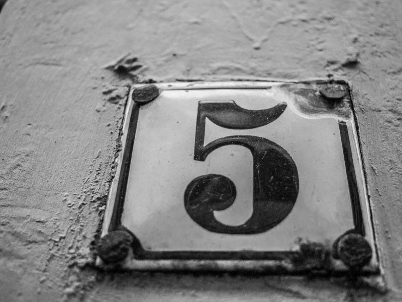 Plaque de maison n°5