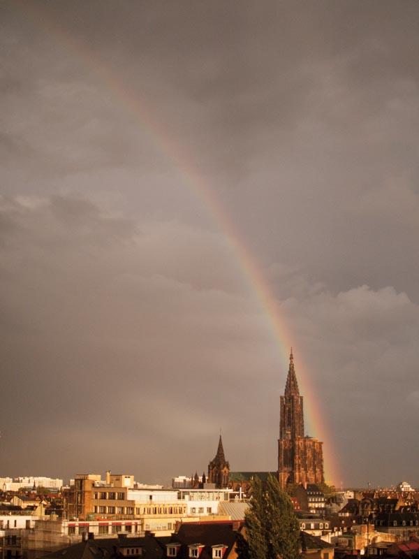 L'arc en ciel est au pied de  la Cathédrale