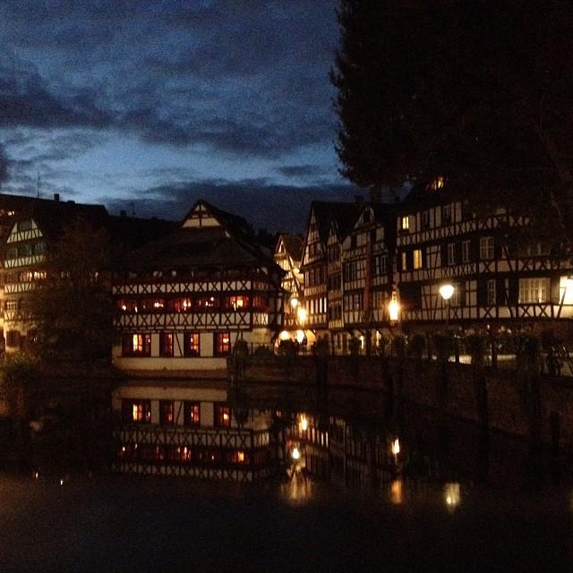 [Instagram] La petite France de nuit. L'iPhone 4s est très bon sur cet exercice #Strasbourg. #iphone #nuit