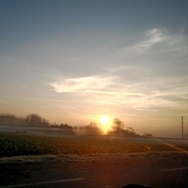 [Instagram] Soleil levant du matin. On devine les nappe de brume.