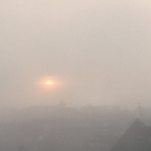 [Instagram] Soleil couchant dans un épais brouillard.