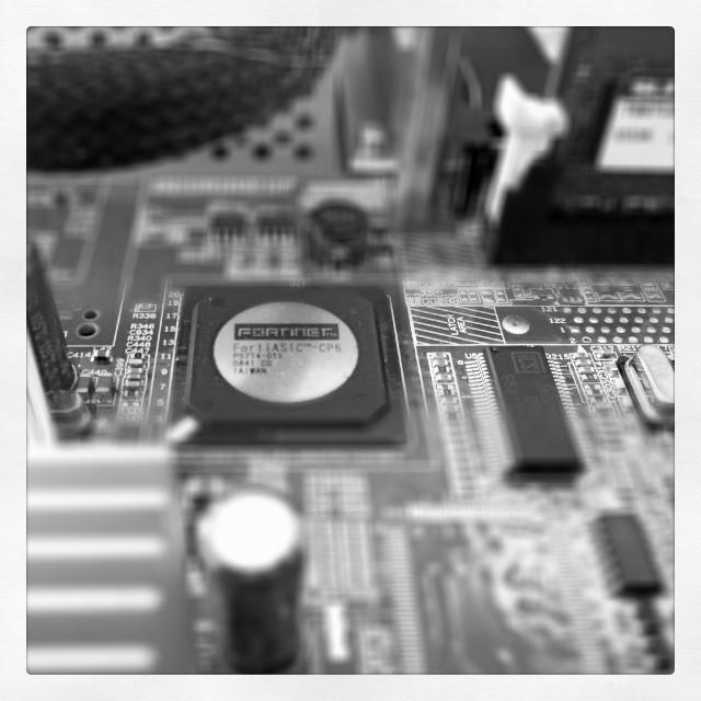 [Instagram] Détail du fortigate #geek #hardware