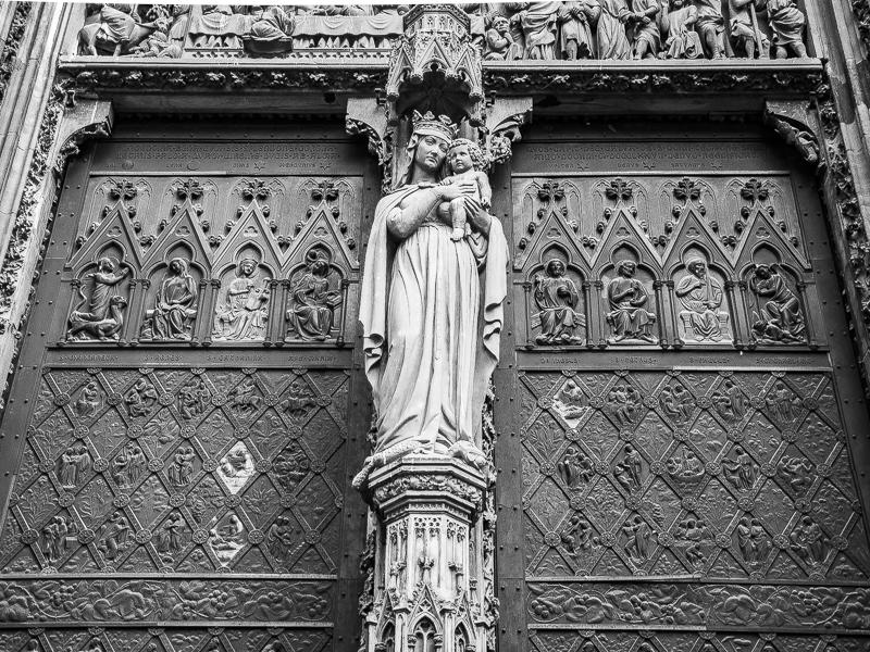 Détail de la porte principale