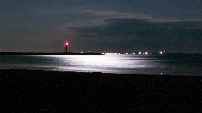 Plein lune sur la plage de la Grande Motte