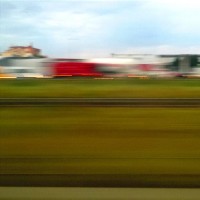 [Instagram] Art abstrait 2e tentative : L'autoroute vue du train #strasbourg #igersstrasbourg #igersfrance