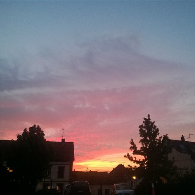 [Instagram] Ciel du matin avec du bleu, du violet, du rose et de l'orange. J'ai raté le ciel tout rose. #alsace #igersfrance #igersstrasbourg #sky