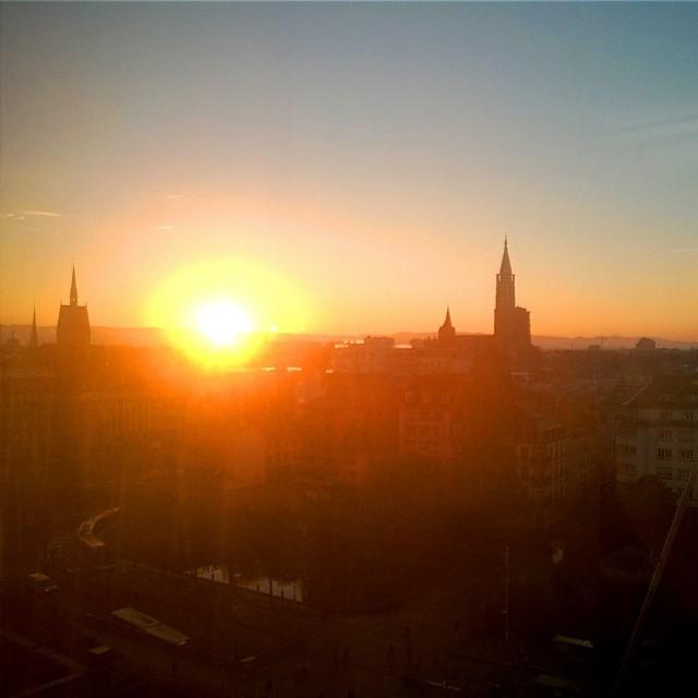 [Instagram] Levé de soleil sur la Cathédrale Notre-Dame de #strasbourg #sunrise #igersfrance #igersstrasbourg