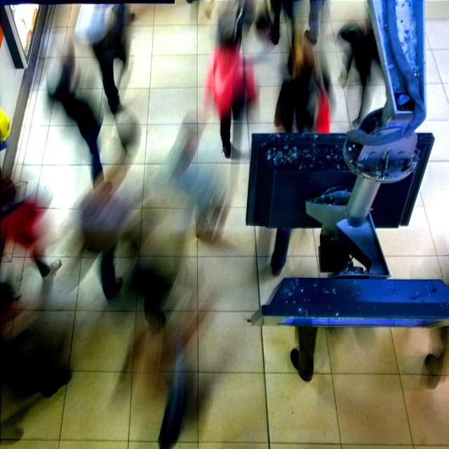 [Instagram] Art abstrait : Le ter crache ses passagers dans la gare #igersstrasbourg #igesfrance