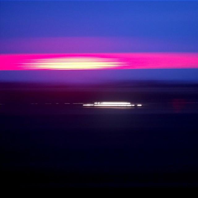 [Instagram] Art abstrait : Deux secondes depuis le train du soir.