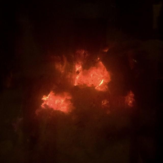 [Instagram] Rien de tel qu'un bon feu de bois quand on a froid.