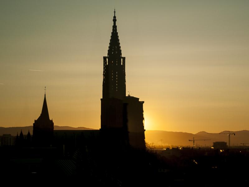Levé de soleil caché par la Cathédrale de Strasbourg