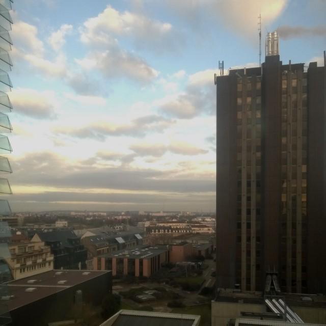 [Instagram] Bonjour, Strasbourg. Ciel bleu parsemé de nuages.