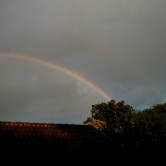 [Instagram] Arc-en-ciel et son très léger double. J'aime la pluie ... Et le soleil.