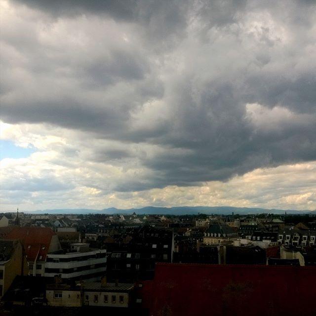 [Instagram] J'aime ces ciels bien chargés, avec un horizon bien net.