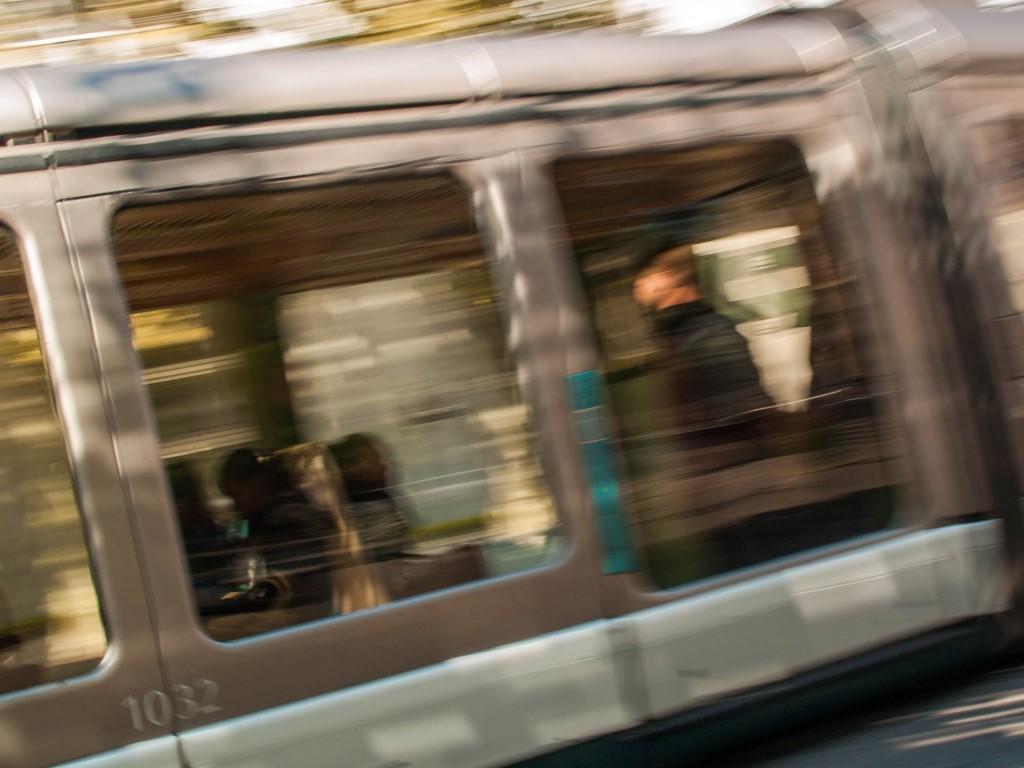 Tram de Strasbourg - Le passagé debout passant à toute allure