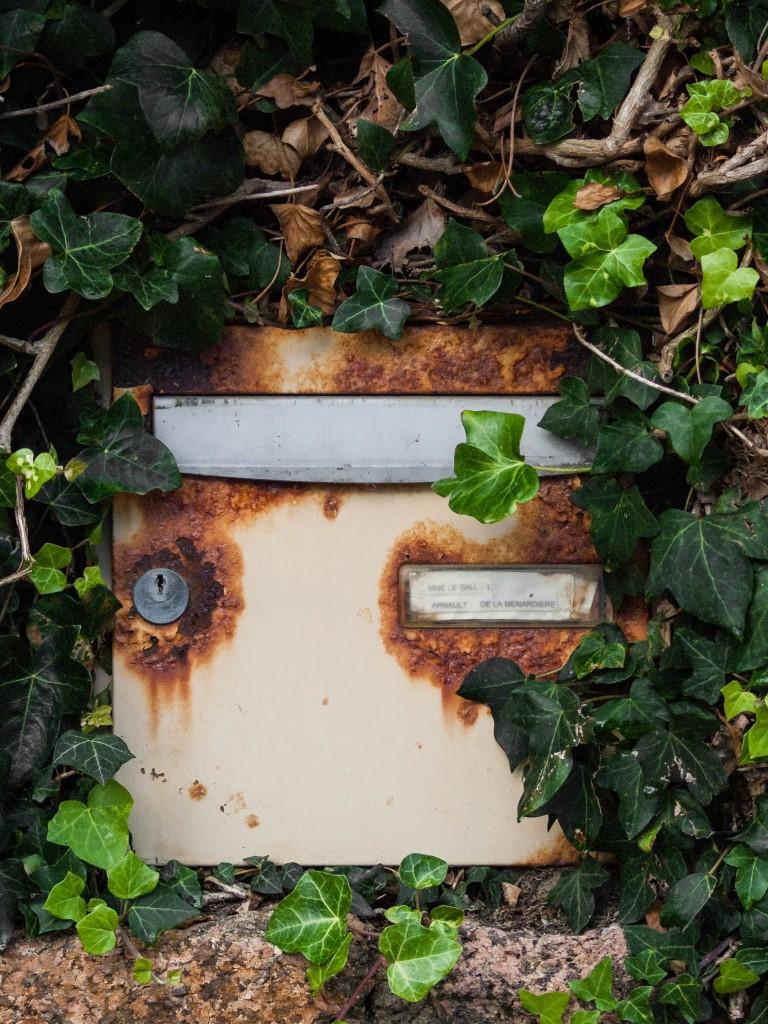 La boite aux lettre rongée par la rouille