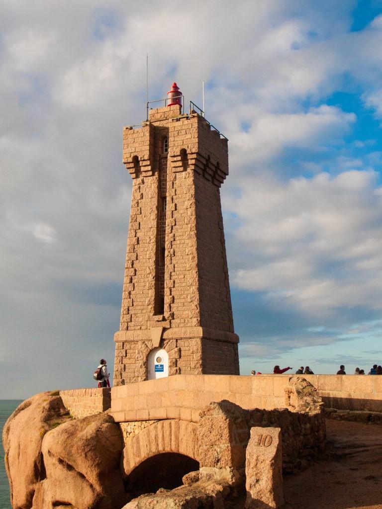 Le phare de Ploumanach et ses visiteurs