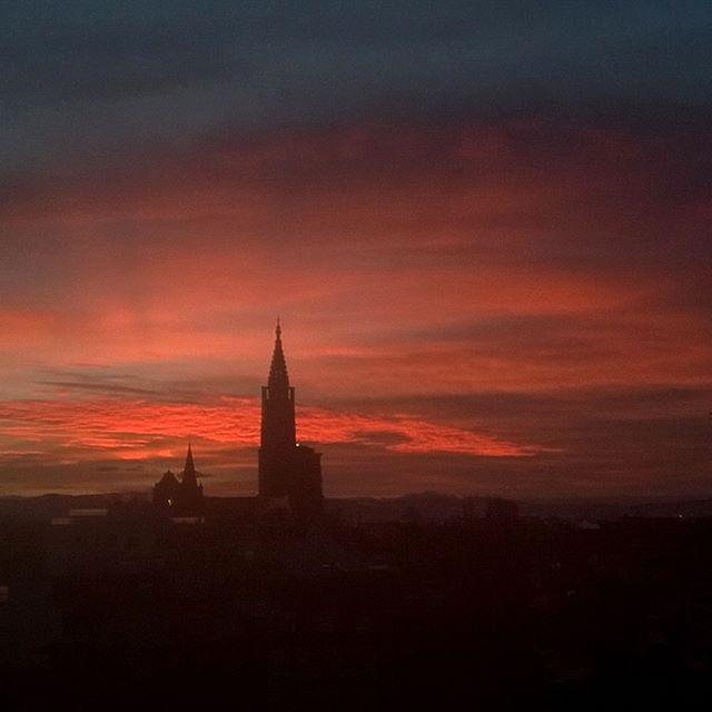 [Instagram] Levé de soleil et la cathédrale de Strasbourg.