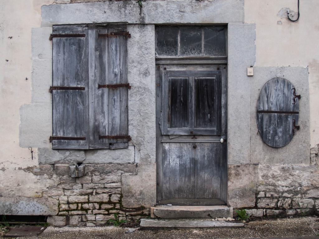 Essoyes - Un porte tellement vieille que l'on dirait une peinture
