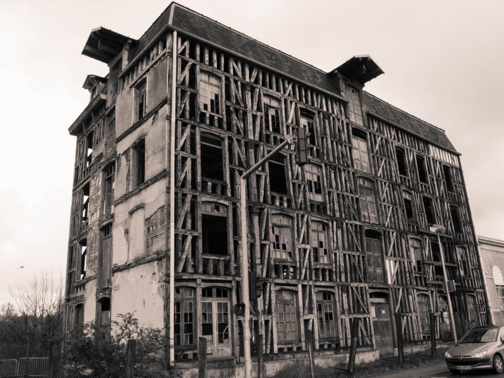 Coté route du vieux moulin de Bar-Sur-Seine, où il ne reste que du bois