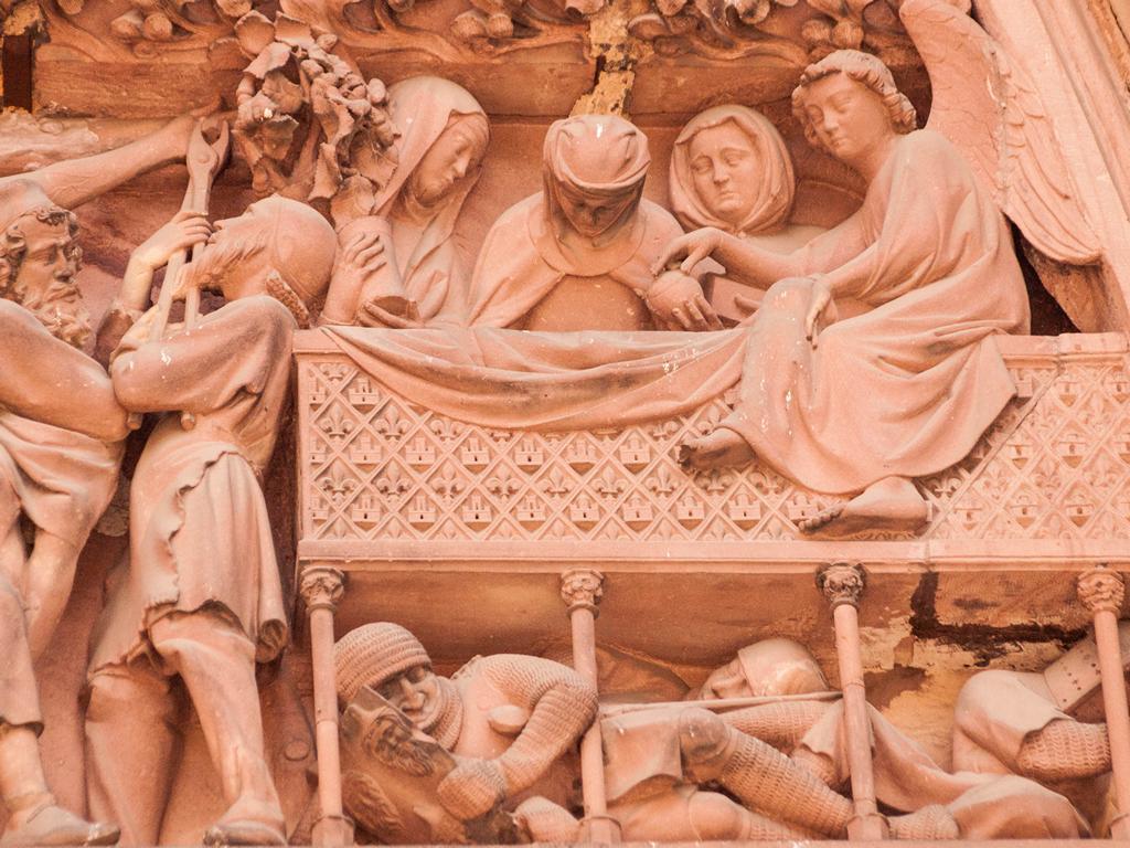 Cathedrale de Strasbourg au 300mm - Au dessus de la porte - des soldats qui dorment sous la table