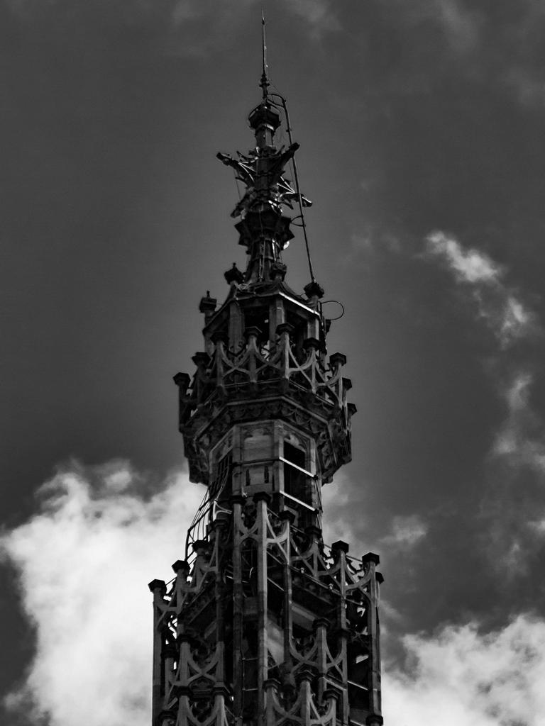 Cathédrale de Strasbourg au 300mm - La bout de la pointe de la fleche